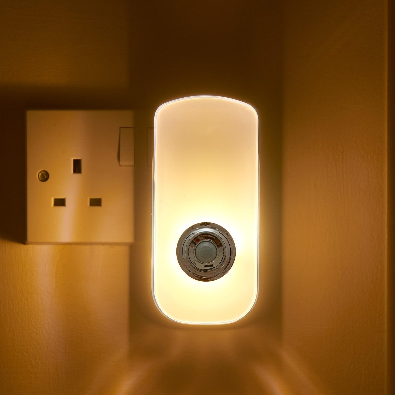 Plug In Pir Motion Sensor Led Night Light Amp Emergency