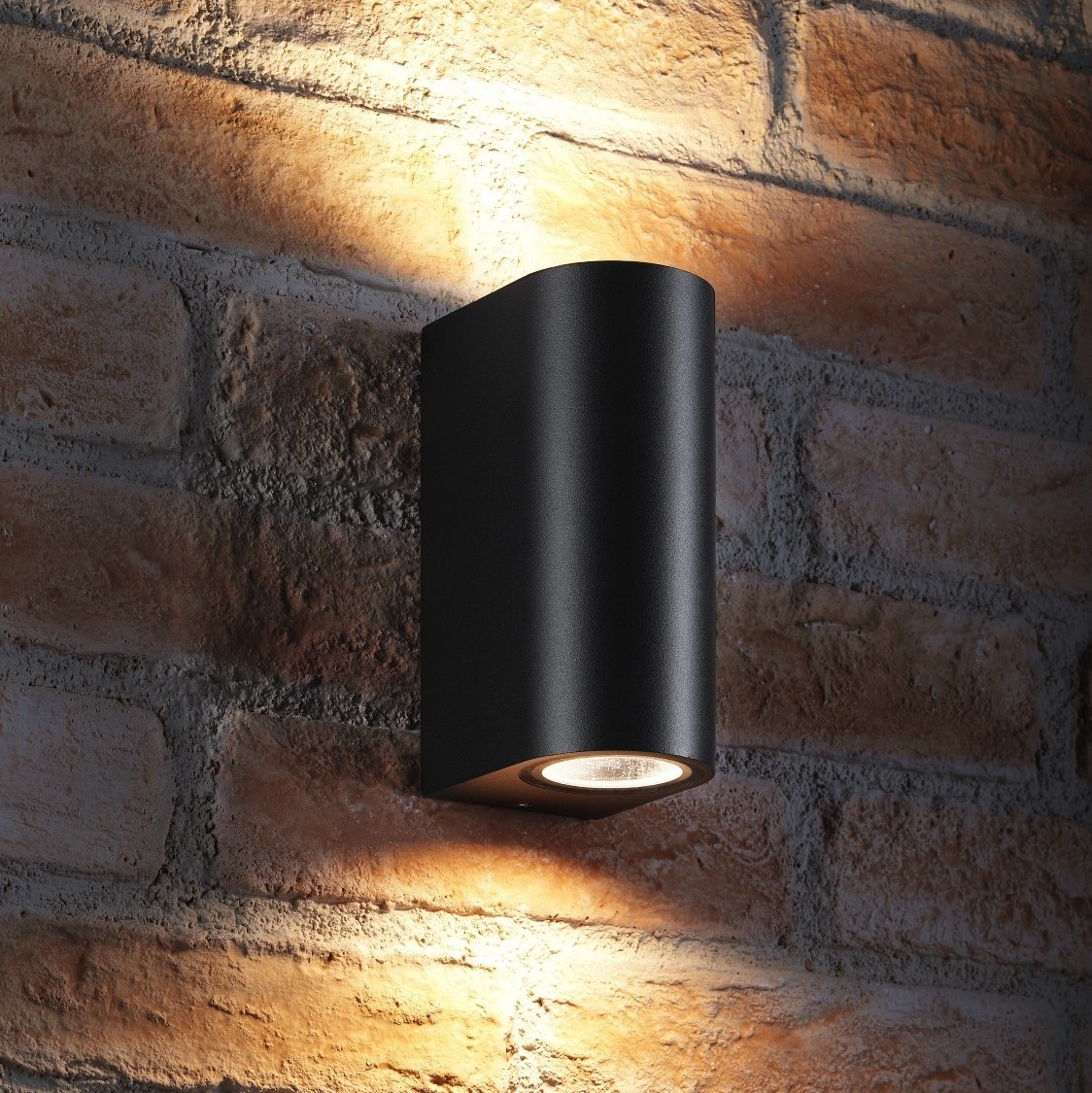 auraglow 14w outdoor double up down wall light windsor black auraglow led lighting. Black Bedroom Furniture Sets. Home Design Ideas