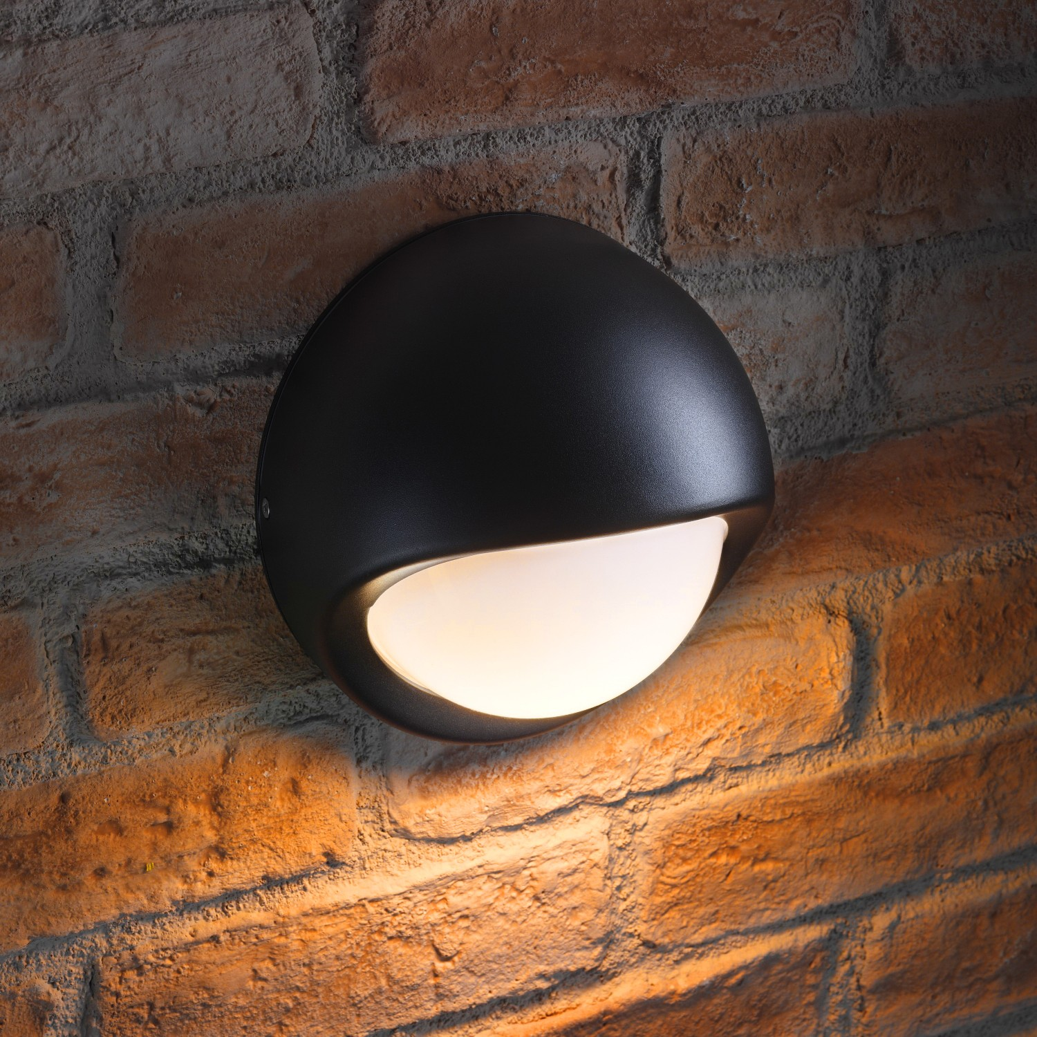 Auraglow ip44 5w led round 240v outdoor wall light benson auraglow led lighting for Round exterior lights