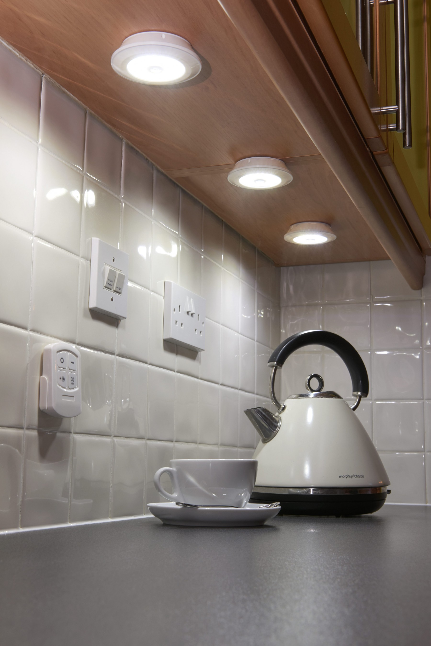 Auraglow Remote Controlled Wireless Under Cabinet Led